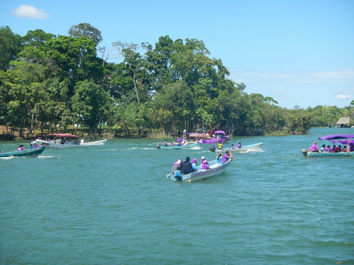 2017 Rio Dulce Local Easter parade on the River